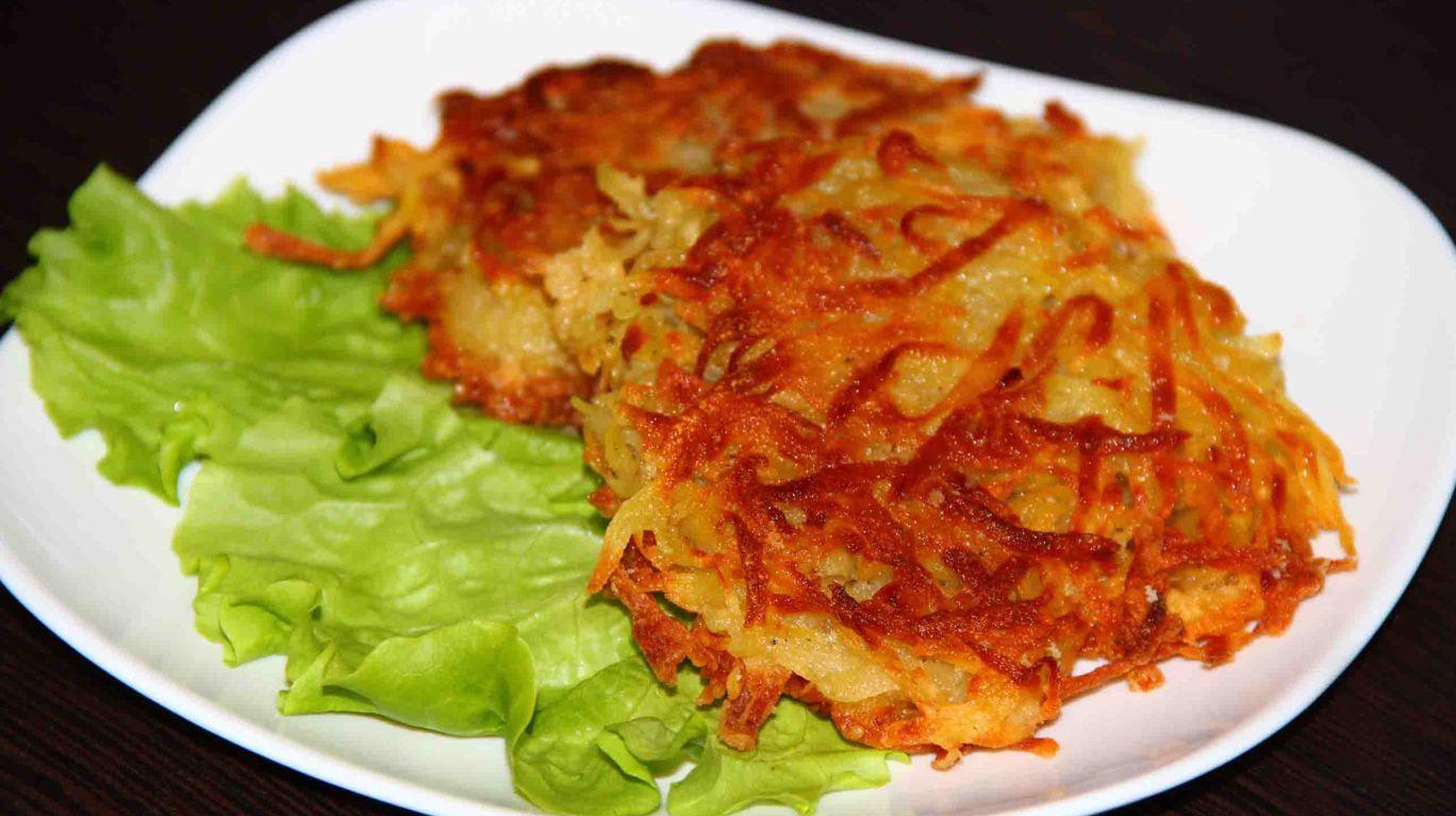 Картофельные драники на тарелке