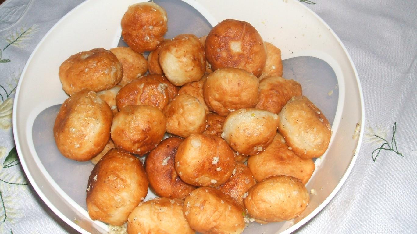Пончики с чесноком