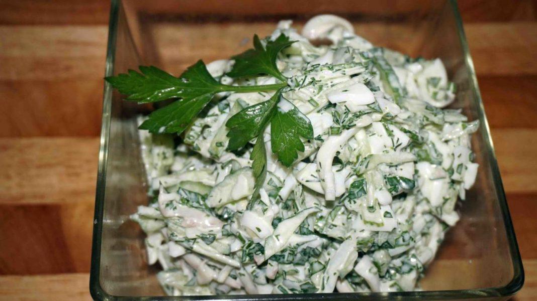 Салат с кальмарами и солеными огурцами